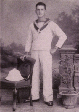 Clyde 31882 A.B. William Fulton Woodrow, R.N.V.R., in tropical  white uniform.JPG